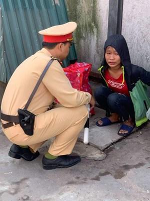CSGT giúp bé gái về với gia đình tại Thanh Hoá