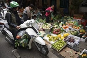 [ẢNH]: Phiên chợ cuối năm giữa lòng phố cổ Hà Nội