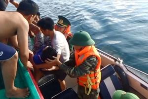 BĐBP Quảng Bình kịp thời cứu sống ngư dân bị đột quỵ trên biển