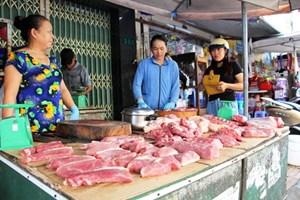Vì sao giá thịt lợn vẫn cao?