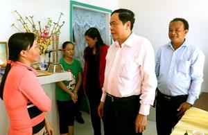 Chủ tịch Trần Thanh Mẫn trao 10 căn nhà Đại đoàn kết cho hộ nghèo huyện Phong Điền
