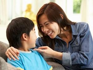 Bé 4 tuổi 'dạy ngược' mẹ khi nói trống không