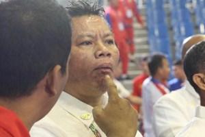 Trọng tài bất ngờ 'ăn đòn' trong trận võ gậy giữa Việt Nam và Myanmar