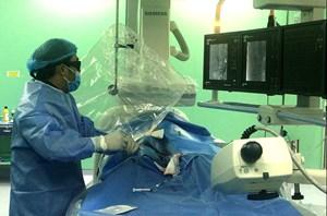 Bệnh nhân bị vỡ u thận được cứu sống sau 45 phút can thiệp không cần phẫu thuật