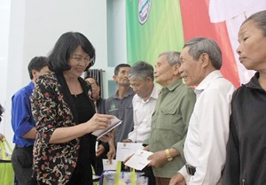 Phó Chủ tịch nước Đặng Thị Ngọc Thịnh thăm, chúc Tết tại Đắk Nông