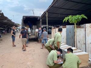 Phá ổ nhóm chuyên 'trung chuyển hàng lậu' từ biên giới Tây Nam
