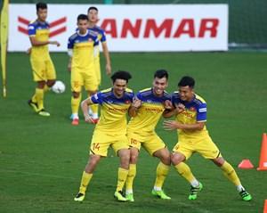 Trọng tài Ahmed Al-Kaf sẽ cầm còi trận Việt Nam - Thái Lan