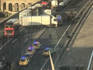 [VIDEO] Tấn công bằng dao trên Cầu London, cảnh sát bắn một nghi phạm