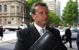 Một luật sư kiện Google vì đưa ra kết quả tìm kiếm nội dung phỉ báng