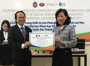 Central Group Việt Nam và B2S tài trợ gần 200 triệu đồng nâng cấp phòng thông tin Thái Lan học