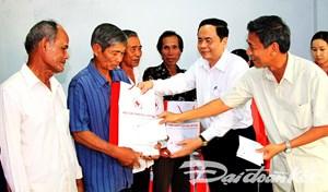 Chủ tịch Trần Thanh Mẫn tặng quà Tết bà con tỉnh Sóc Trăng