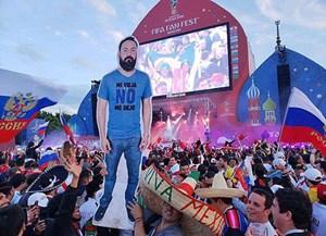 CĐV Mexico in hình bạn thân lên bìa giấy, sang Nga xem World Cup