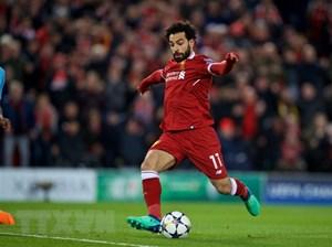 Cổ động viên trông chờ cuộc đọ sức của Mohamed Salah và Luis Suarez