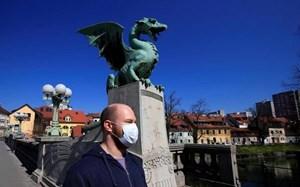 Quốc gia châu Âu đầu tiên tuyên bố hết dịch Covid-19