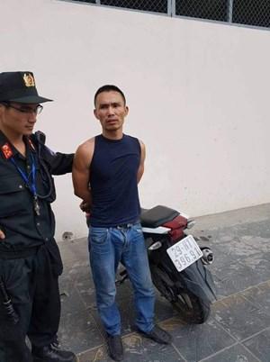 Cảnh sát 141 khống chế đối tượng thủ súng bút và ma túy trong người