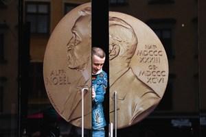 Giải Nobel có gì mới...