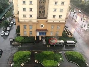 Người đàn ôngnghi rơitừ tầng 18 xuống tử vong trên nóc xe ô tô