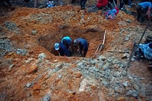 Đổi đời vì vớ được kho báu khi đào giếng