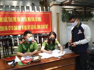 Hà Nội: Người dân tự giác nộp lại súng K59 cho Công an