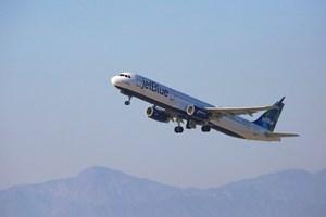 Mỹ: Máy bay hạ cánh mới báo mắc Covid-19, hành khách bị cấm bay trọn đời