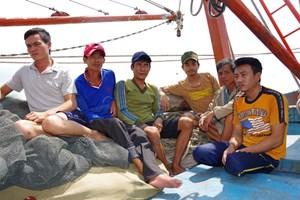 Quảng Bình: 6 ngư dân gặp nạn được tàu cá trong tổ hợp tác cứu sống