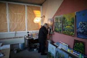 'Cụ họa sĩ mù' vẽ tranh