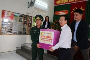 Trưởng ban Tuyên giáo TW Võ Văn Thưởng chúc Tết chiến sĩ biên phòng Quảng Ngãi