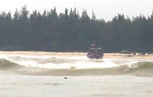 Thừa Thiên – Huế: Kịp thời cứu 11 ngư dân gặp nạn trên biển