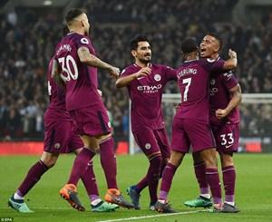 Hạ gục Tottenham, Man City áp sát ngôi vương Premier League