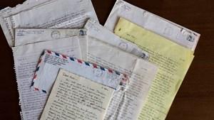 Hé lộ những bức thư tình ngày trẻ của cựu Tổng thống Obama