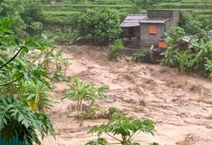 BẢN TIN MẶT TRẬN: Mặt trận Trung ương hỗ trợ 1 tỷ đồng giúp bà con vùng bão lũ