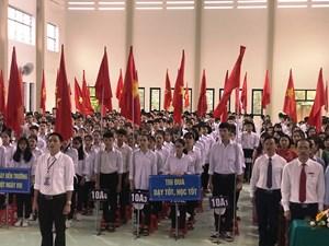 Xúc động lễ khai giảng ở vùng lũ Hà Tĩnh