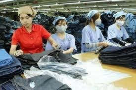 Khi được cấp tiền mua trang phục có phải nộp hóa đơn cho DN không?