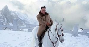 Nhà lãnh đạo Triều Tiên cưỡi ngựa tới thăm núi Paekdu