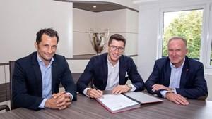 'Sát thủ' Robert Lewandowski sẽ thi đấu cho Bayern đến năm 2023