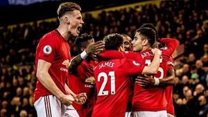 M.U thăng tiến chóng mặt, Liverpool chắc ngôi đầu