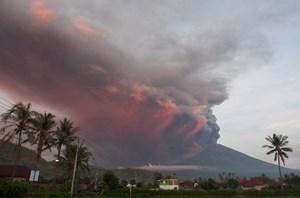 Núi lửa phun trào, sân bay Bali tê liệt trong ngày thứ 2 liên tiếp