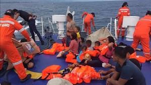 Philippines: Phà chở 60 người bị lật trên biển