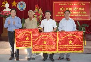 Phú Yên khen thưởng 8 hợp tác xã và 3 cá nhân