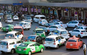 Siết taxi công nghệ, người sử dụng bị thiệt?