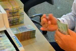 Siết chặt các khoản vay và giảm nợ bảo lãnh