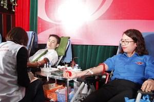 Thu nhiều đơn vị máu từ người hiến tặng trong ngày 'Chủ nhật đỏ' lần thứ X