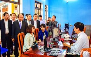 Thủ tướng Nguyễn Xuân Phúc thăm, kiểm tra Trung tâm tiếp công dân CA tỉnh Thừa Thiên -Huế