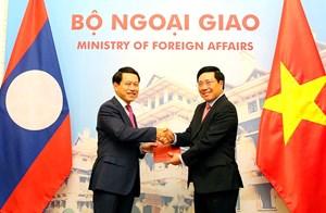 Trao đổi hai văn kiện pháp lý quan trọng về biên giới Việt - Lào