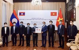 Trao tượng trưng trang thiết bị y tế hỗ trợ Lào, Campuchia phòng, chống dịch Covid-19