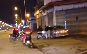 Truy tìm tài xế xe sang gây tai nạn rồi tăng ga bỏ chạy ở Hà Nội