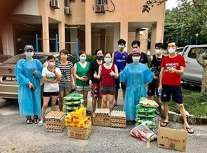 Người Việt tại Malaysia chung sức cứu trợ hoàn cảnh khó khăn
