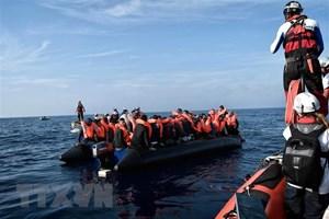 Giải cứu gần 400 người di cư bất hợp pháp ngoài khơi Libya