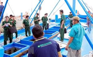 Đồng Nai: Tạm giữ tàu chở 2.600 lít dầu không rõ nguồn gốc