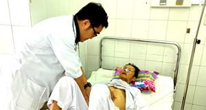 Cứu sống cụ ông xuất huyết nội nguy kịch không cần phẫu thuật